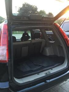 2005 Nissan SUV, very clean car. With set of winters Cambridge Kitchener Area image 7