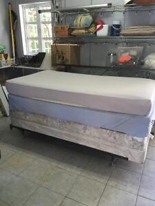 2 lits simples ( reduit pour vente rapide)