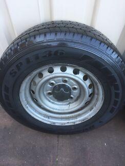 Ford ranger PJ 2007 wheel and tyre