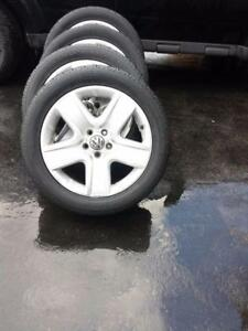 VOLKSWAGON TIGUAN 18 INCH FACTORY OEM WHEELS IN EXCELLENT CONDITION.