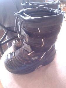 baffin winter boots size 12boys