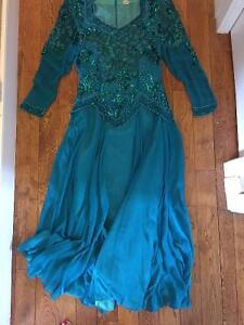 Beautiful silk gown (size med)
