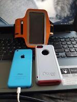 IPHONE 5C BLUE WITH OTTERBOX (PINK) AND ARM BAND HOLDER