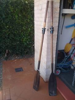 OARS TIMBER WITH PLASTIC ENDS AND ROLLOCKS