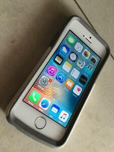 Silver iPhone 5s 16g locked to Bell /Virgin Pristine condition