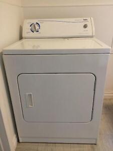 Lot laveuse / sécheuse / cuisinière / réfrigérateur
