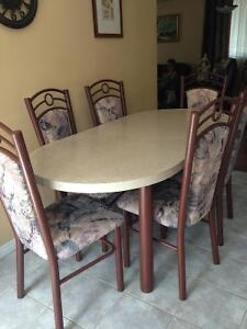 Dining table and 6 chairs, great condition