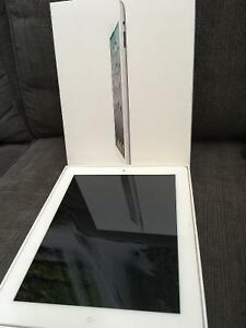 Apple iPad 2 16GB, Wi-Fi, 9.7in - White (MC979C/A)