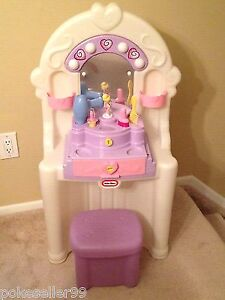 Little tikes antique vanity with accessories