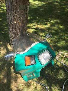 1982 suzuki  fairing ,rear luggage and rack, handlebars London Ontario image 2