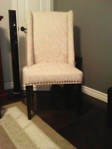 ABEAUTIFUL ACCENT CHAIR /IVORY COLOUR/PRICE $85.00 OBO