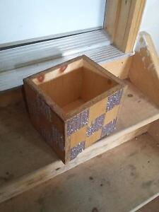 Decorative wooden square planter pot London Ontario image 3