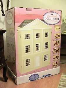 Battat old fashioned Doll House....new