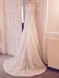 Pronovias wedding dress and vail size 8