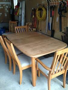 Table with 6 wooden chairs Cambridge Kitchener Area image 2