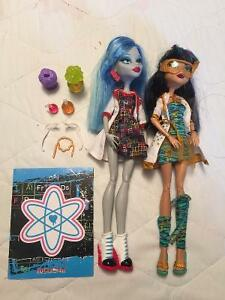 Monster High Ghoulia Yelps and Cleo De Nile Science 2 Pack