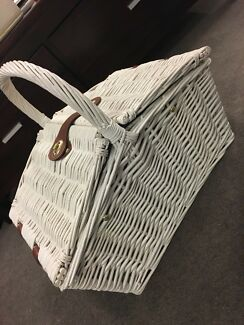 Picnic basket for 2 people like new