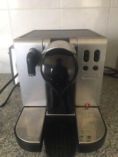 Delonghi Nespresso Coffee Pod Machine EN680M