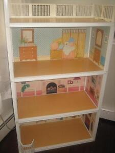 Beautiful doll house with furniture and accessories!