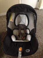 Chicco car seat and base, perfect condition.