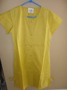 Women's Medical Professional scrub dress green peach yellow London Ontario image 7
