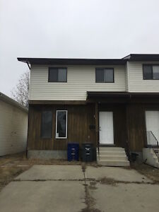 3 bedroom Duplex in Forest Grove - 105 Hedley St.