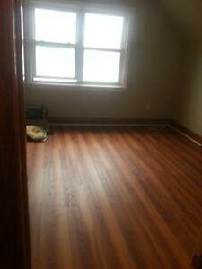 large room in student house Near Mohawk college 303 w2 st