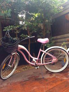 Schwinn debuntante cruiser pink Albert Park Port Phillip Preview