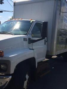 2005 GMC C6500 with 26 foot box