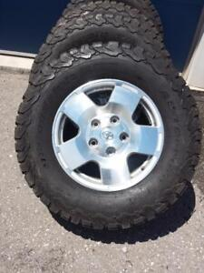 TOYOTA TUNDRA 18 INCH FACTORY ALLOY WHEELS WITH BF GOODRICH ALL TERRAIN 305 / 65 / 18 TIRES