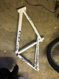 GT Avalanche frame, other Shimano, KHS, Giant parts