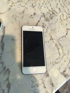 MINT condition 16 gb iPhone 5