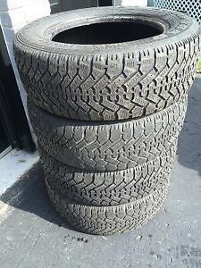 4 pneus 225/60/16 hiver GoodYear