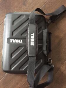 Thule Ipad/Small Laptop/ accesory bag