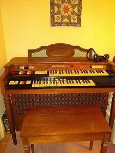 Conn Deluxe Caprice  464 Organ
