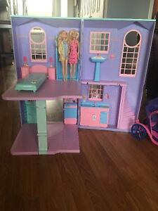 Doll house and doll carrage