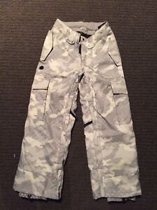 Kids ski pants  light grey camo as new condition 8-10 years Miranda Sutherland Area Preview