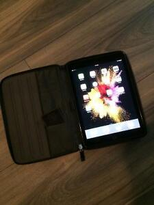 iPad pro 9.7 inch screen 32 gigs with zip up protective case