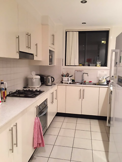 Room Available in Dee Why Center $ 220 Including all bills