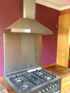 900mm fan-forced oven with gas stove top and rangehood