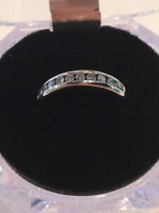 #1145 14K Perfect Wedding Band!! 10 Diamonds Across. Size 6