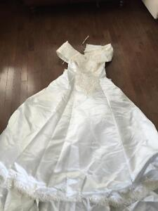 Gorgeous lace and sequin wedding dress-fits petite size 4-8