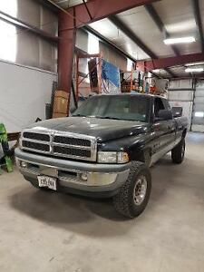 2000 Dodge Power Ram 2500 SLT Laramie V10  longbox Pickup Truck