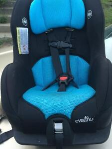 Siège d'auto Evenflo pour bébé à Vendre
