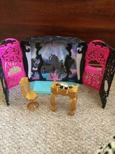 Monster High DJ Booth w/accessories