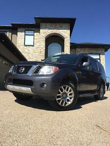 2010 Nissan Pathfinder LE-GREAT CONDITION