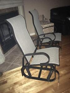 **** 2 chaises berçantes neuves **************