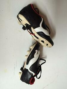 Soccer shoes size 11 (children's)