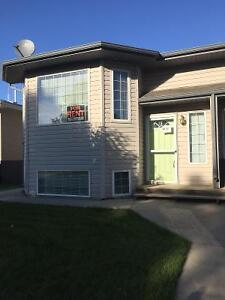 Bright duplex in Hay Lakes - Avalable Immediately