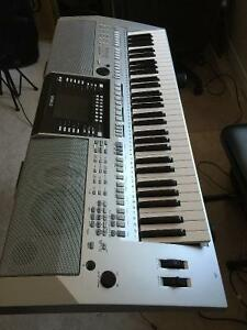YAMAHA PSR S-910 and 1000W Amp with iPOD, XLR and LINE/MIC INPUT